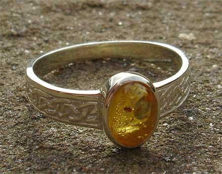 Traditional scottish celtic engagement ring online uk for Amber stone wedding ring