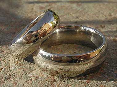 Gold inlay titanium wedding rings