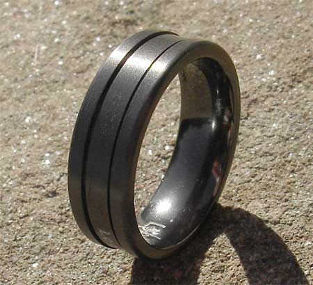 Grooved men's wedding ring
