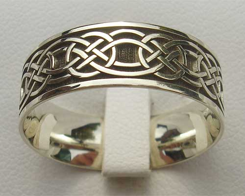 Mens gold Celtic wedding ring