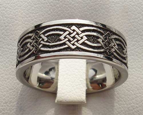 Men's titanium Celtic wedding ring