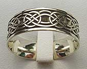 Men's gold Celtic ring