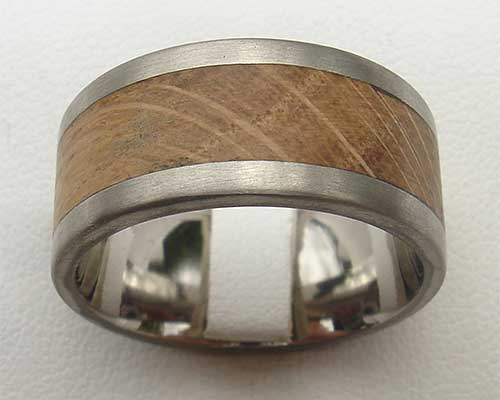 Men's wooden titanium wedding ring