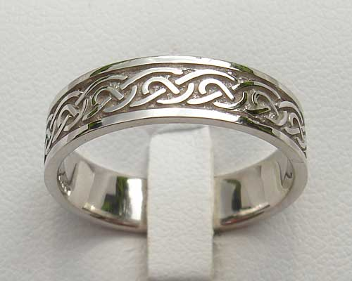 c56a32ddfeebe Scottish Celtic Knot Gold Wedding Ring : LOVE2HAVE in the UK!