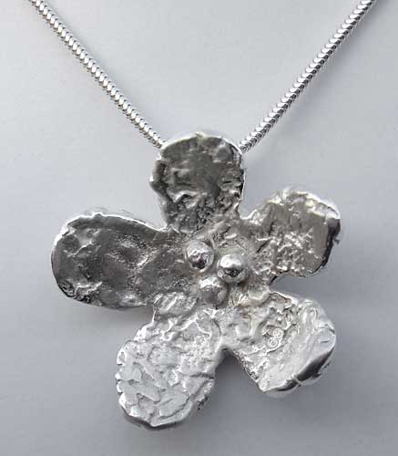 Silver designer flower necklace