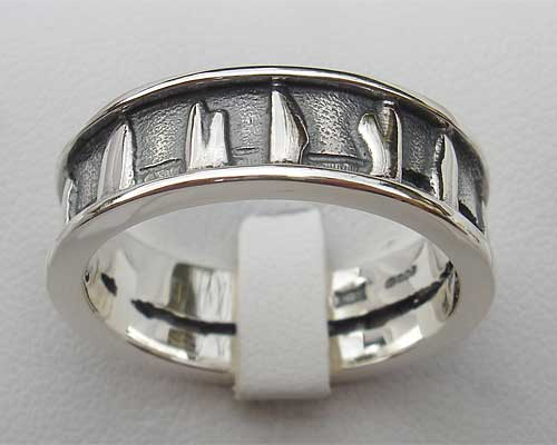 Mens Silver Standing Stones Circle Ring
