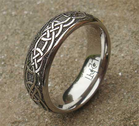 Celtic Knot Titanium Ring For Men : LOVE2HAVE in the UK!