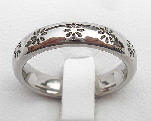 Womens Flower Pattern Designer Ring