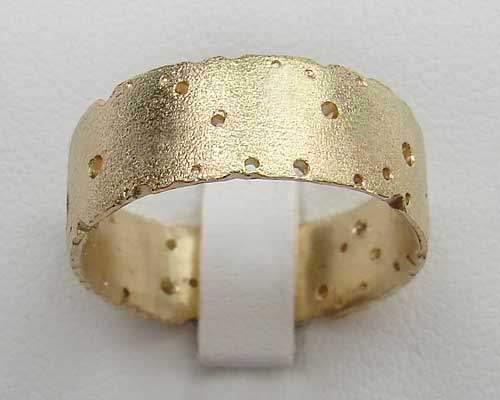 UNIQUE UNUSUAL WEDDING RINGS LOVE2HAVE in the UK