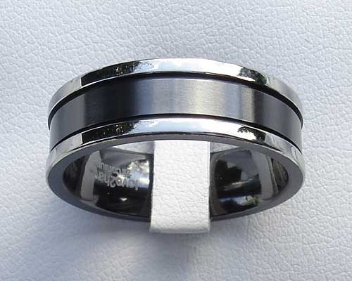 Unusual men's two tone wedding ring