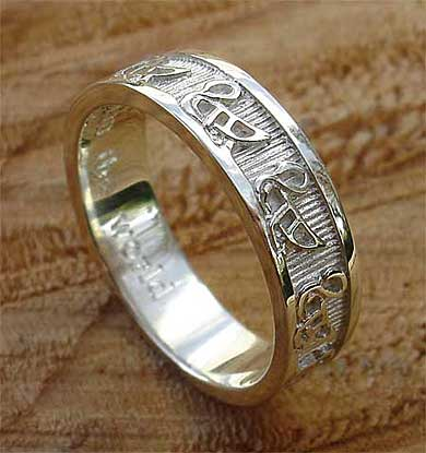 Scottish geese gold wedding ring