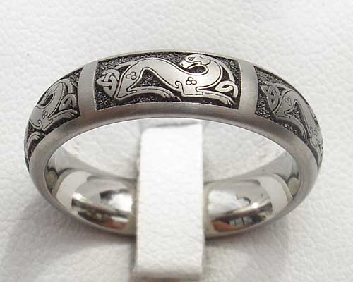 Womens Titanium Celtic Dog Ring