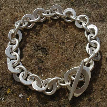 Womens contemporary chain bracelet