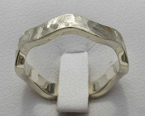 Womens Contemporary Gold Wedding Ring
