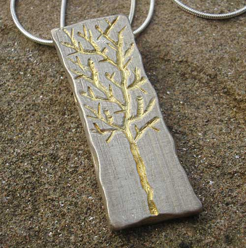 Women's gold etched necklace