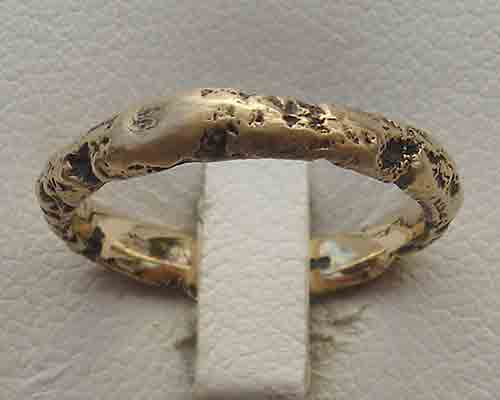 Gold wedding ring for women