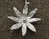 Womens silver daisy necklace