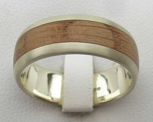Wooden inlay gold wedding ring