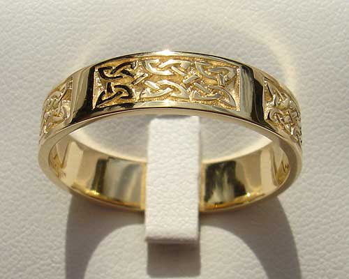 Scottish Gold Celtic Wedding Ring LOVE2HAVE in the UK